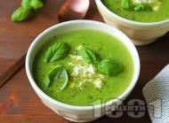 Рецепта Вегетарианска крем супа от праз лук, грах, сирене и босилек